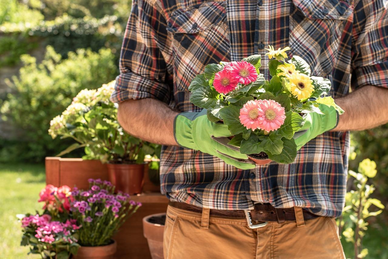gardener 4186301_1280